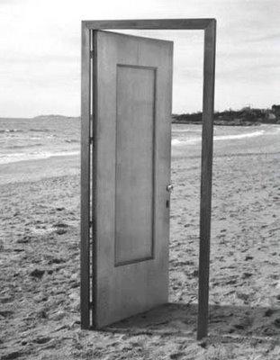La puerta entornada la vida del reves for Puertas correderas que se esconden